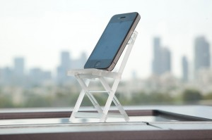 resize-H_Smart-phone-stand_resize-3d-printed_in_Objet_clear_transparent_material